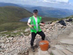 volunteer-working-on-ben-nevis